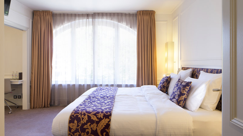 Crowne Plaza Brugge-Crowne Plaza Brugge suite with view<br/>Image from Leonardo