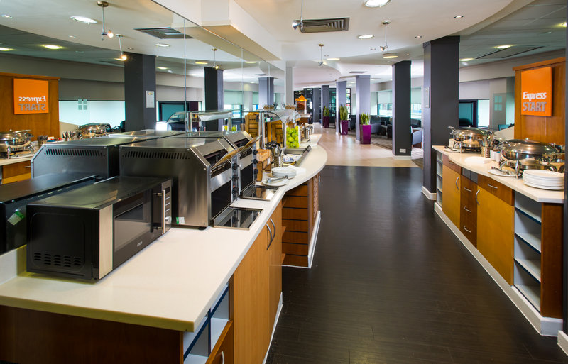Holiday Inn Express Glasgow - City Centre Riverside-Enjoy a plate of tasty scrambled eggs, sausages, bacon and beans<br/>Image from Leonardo