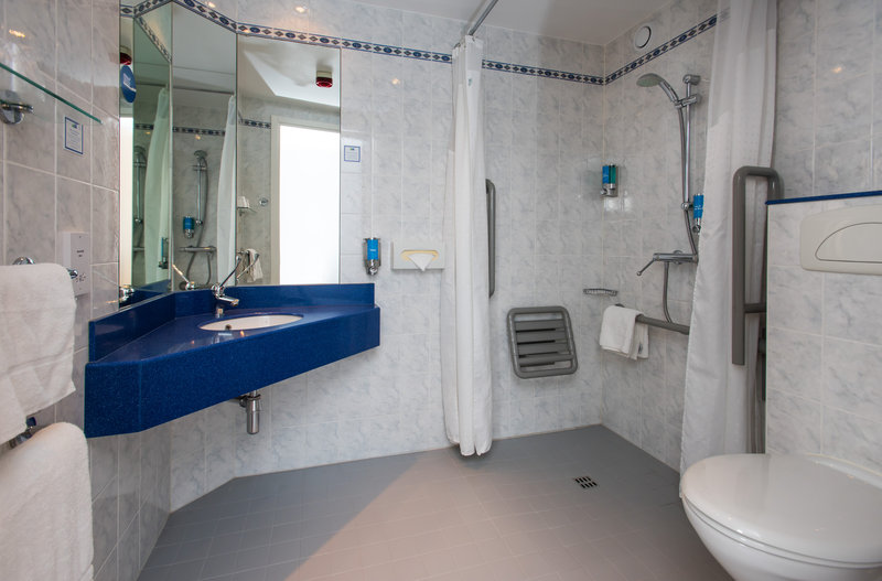 Holiday Inn Express Glasgow - City Centre Riverside-Our accessible en-suites are fully equipped for wheelchair users<br/>Image from Leonardo