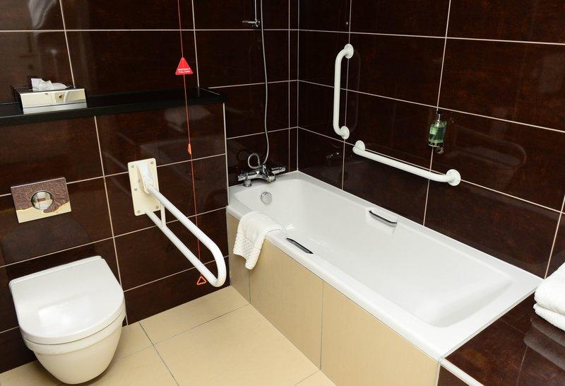 Holiday Inn Telford - Ironbridge-Bedroom with accessible bathroom<br/>Image from Leonardo