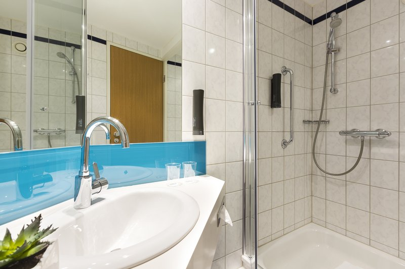 Holiday Inn Express Dortmund-Start your day with an invigorating power shower<br/>Image from Leonardo