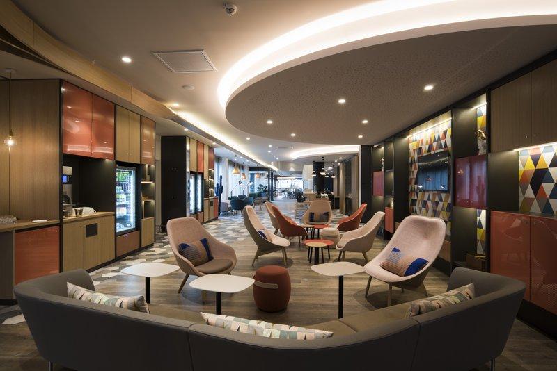 Holiday Inn Express Paris - CDG Airport-Bar lounge<br/>Image from Leonardo
