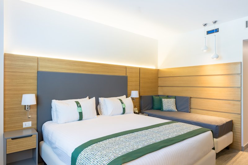 Holiday Inn Naples-Executive Room with 1 king size bed and sofa bed<br/>Image from Leonardo