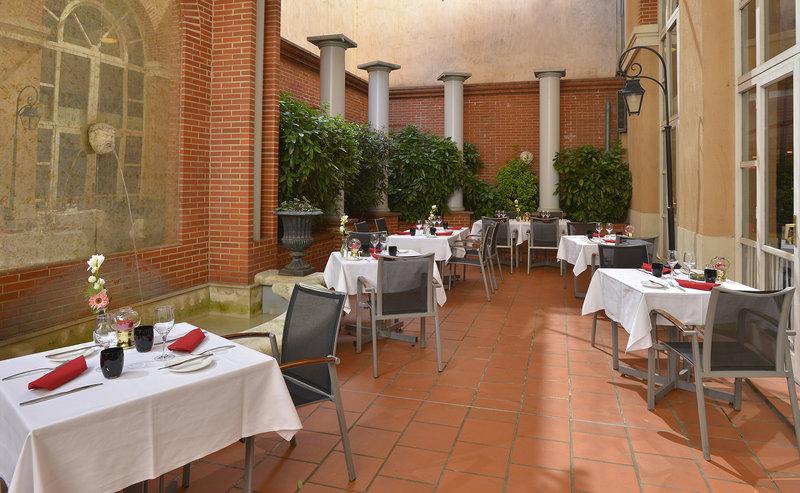 Crowne Plaza Toulouse-Our restaurant 7 du Plaza - Inner court<br/>Image from Leonardo