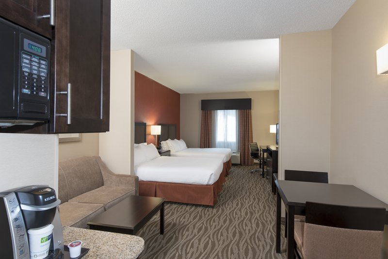 Holiday Inn Express & Suites Grand Rapids - North-Two Queen Suite<br/>Image from Leonardo