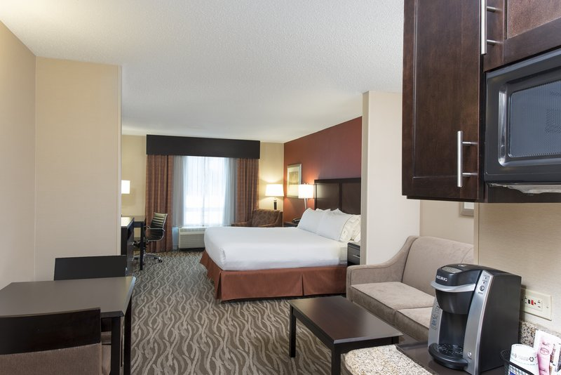 Holiday Inn Express & Suites Grand Rapids - North-King Suite<br/>Image from Leonardo