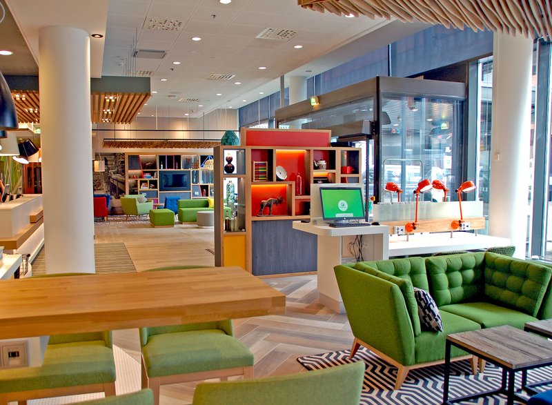 Holiday Inn Helsinki - West -Ruoholahti-Enjoy drinks at the Open Lobby Bar or surf web at the E-Bar <br/>Image from Leonardo