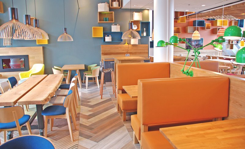 Holiday Inn Helsinki - West -Ruoholahti-Open lobby offers sofas and normal chairs so pick your favourite<br/>Image from Leonardo