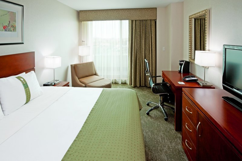 Holiday Inn L.I. City-Manhattan View-King Bed Guest Room has king size mattress with choice of pillows<br/>Image from Leonardo