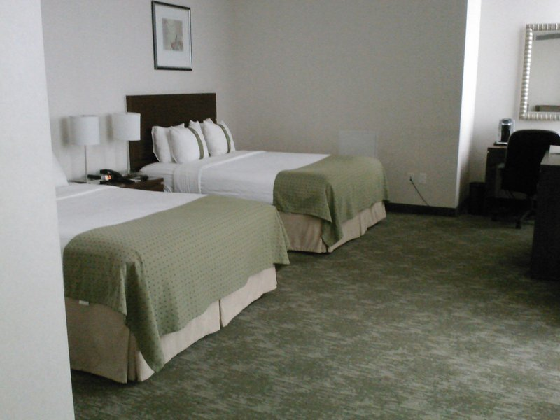 Holiday Inn L.I. City-Manhattan View-Queens Suite has two queen beds, sitting area and large balcony<br/>Image from Leonardo