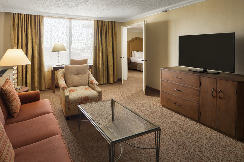 Crowne Plaza Louisville Airport Expo Center-Junior Presidential Suite with Pullout Sofa and Plush Duvets<br/>Image from Leonardo