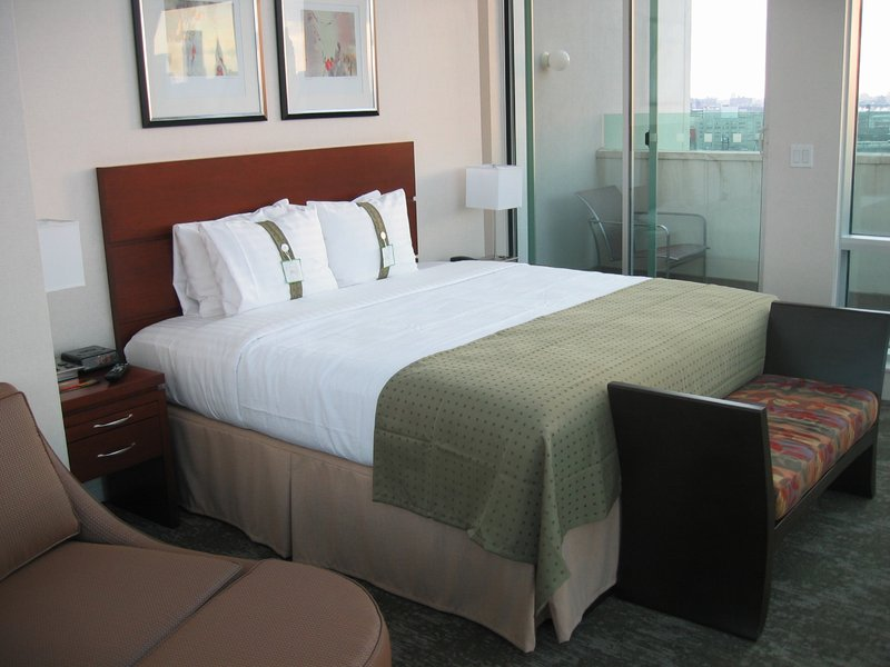 Holiday Inn L.I. City-Manhattan View-King with balcony have different city views<br/>Image from Leonardo