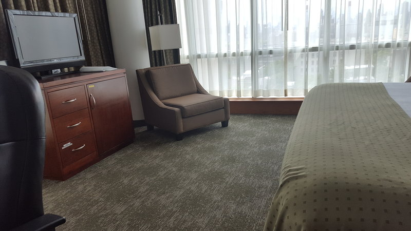 Holiday Inn L.I. City-Manhattan View-This is an ADA accessible room with extra space.<br/>Image from Leonardo