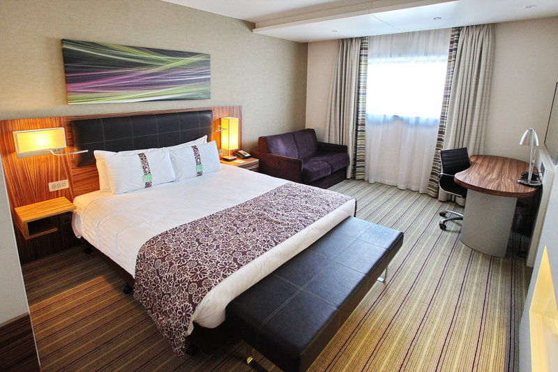 Holiday Inn Reading - M4, Jct. 10-Fresh & Contemporary Standard Room at Holiday Inn Reading M4 Jct10<br/>Image from Leonardo