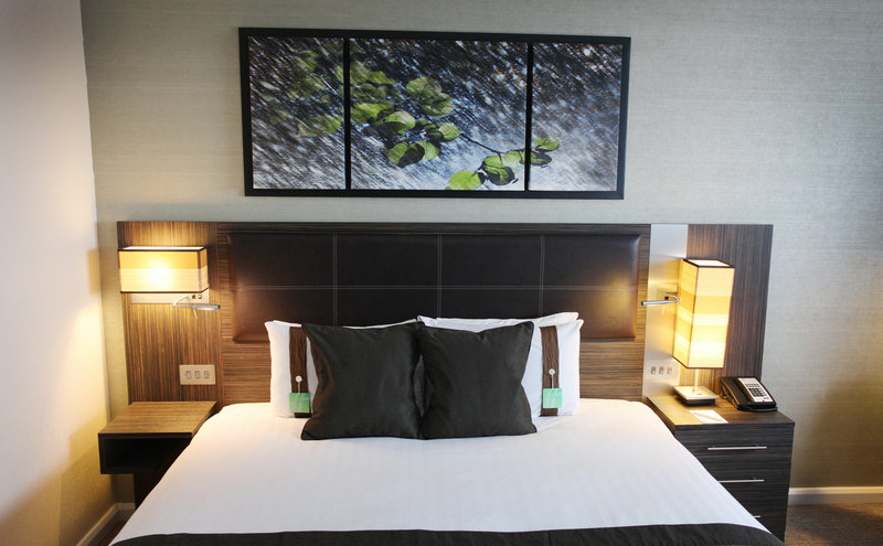Holiday Inn Reading - M4, Jct. 10-Luxurious Spacious Suite with Rich Warm Tones<br/>Image from Leonardo