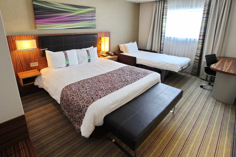 Holiday Inn Reading - M4, Jct. 10-Family Room for 2x Adults & 2x Children under 12 years<br/>Image from Leonardo
