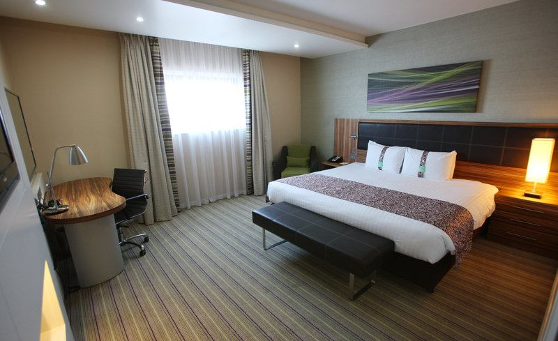 Holiday Inn Reading - M4, Jct. 10-Accessible King Bed Guest Room<br/>Image from Leonardo