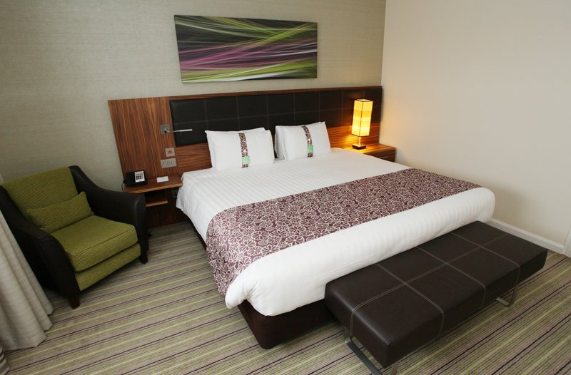 Holiday Inn Reading - M4, Jct. 10-Accessible Queen Bed Guest Room<br/>Image from Leonardo