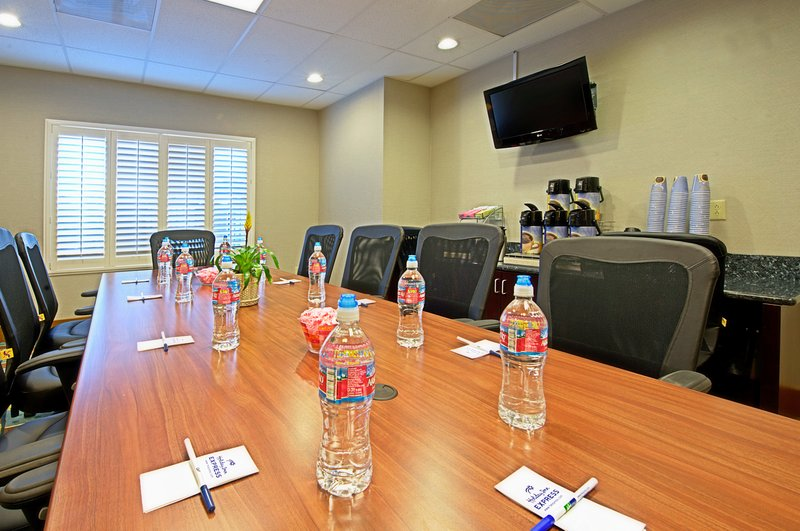 Holiday Inn Express & Suites Tucson-Meeting Room<br/>Image from Leonardo