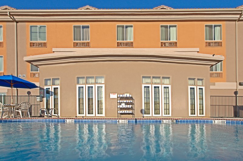 Holiday Inn Express & Suites Tucson-Swimming Pool<br/>Image from Leonardo