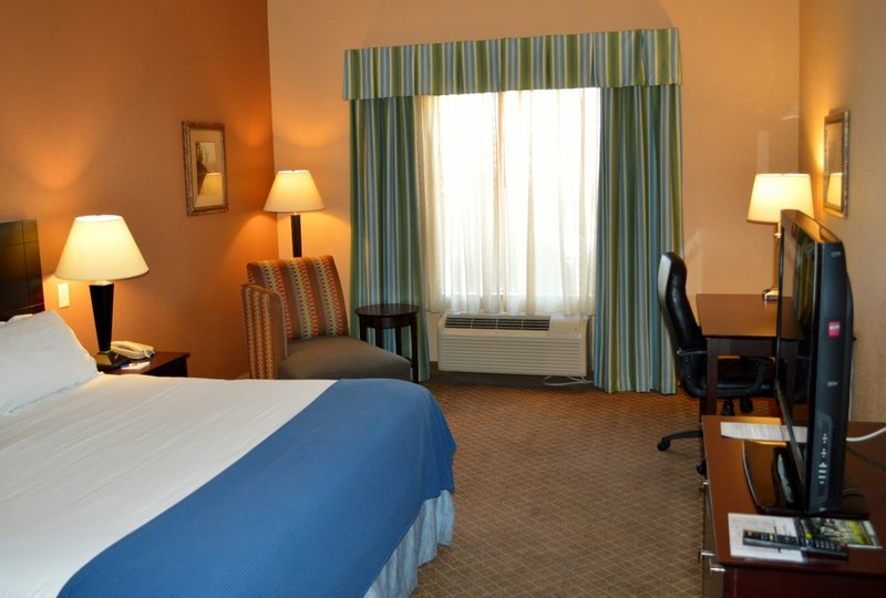 Holiday Inn Express & Suites Tucson-Guest Room 2<br/>Image from Leonardo
