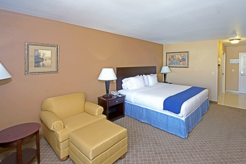 Holiday Inn Express & Suites Tucson-King Bed Guest Room<br/>Image from Leonardo