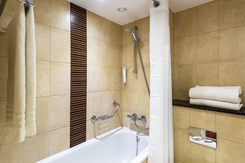 Holiday Inn Brighton - Seafront-Guest Bathroom<br/>Image from Leonardo