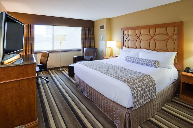 Crowne Plaza Minneapolis West-Wheelchair Accessible Room<br/>Image from Leonardo