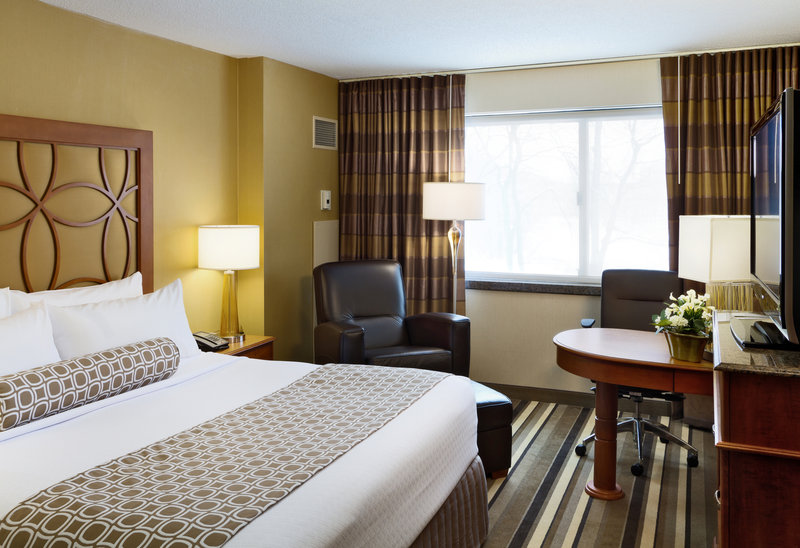 Crowne Plaza Minneapolis West-King Bed Guest Room<br/>Image from Leonardo