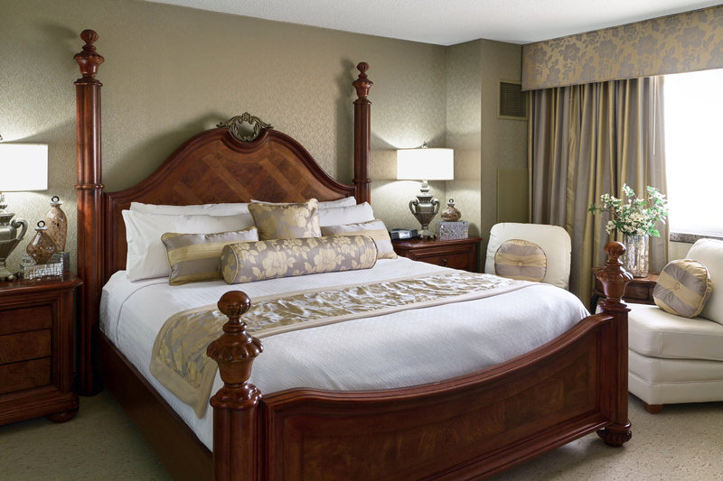 Crowne Plaza Minneapolis West-Presidential Suite King Bed<br/>Image from Leonardo