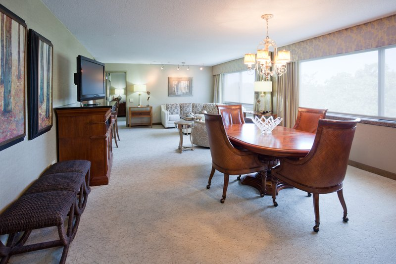 Crowne Plaza Minneapolis West-Presidential Suite Parlor<br/>Image from Leonardo
