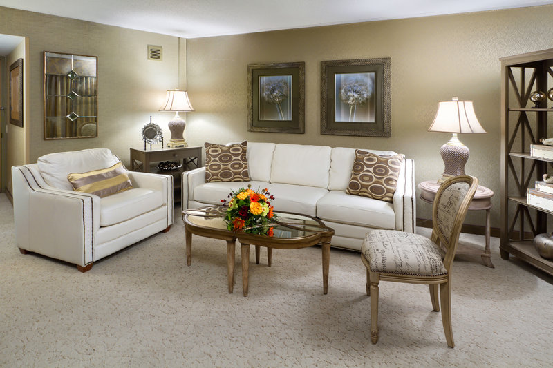 Crowne Plaza Minneapolis West-Diplomat Suite Parlor<br/>Image from Leonardo