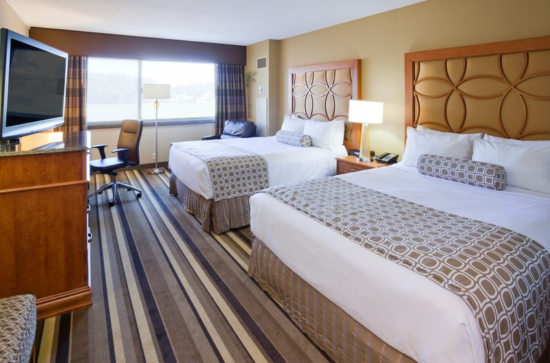Crowne Plaza Minneapolis West-Executive Double Queen Room<br/>Image from Leonardo