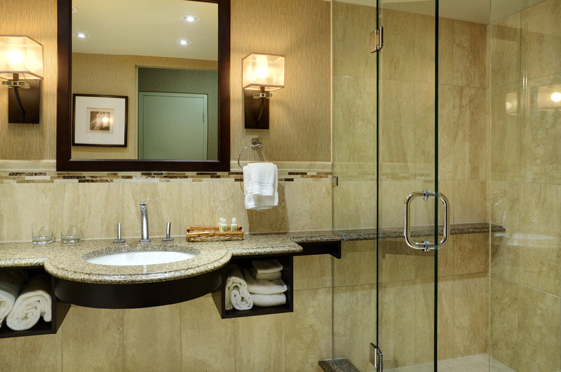 Holiday Inn Peterborough-Waterfront-Shower in 432 434 King Suite<br/>Image from Leonardo