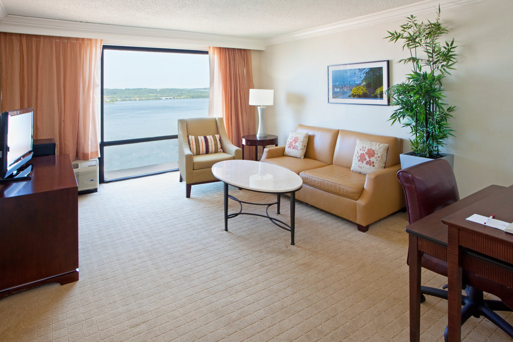 Crowne Plaza Old Town Alexandria-Spacious Junior Suite With Lounge Area & River View<br/>Image from Leonardo