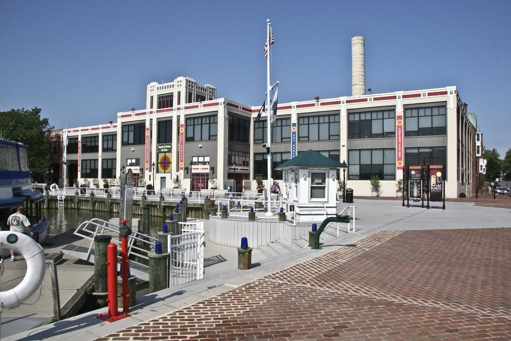 Crowne Plaza Old Town Alexandria-The Torpedo Factory Showcases Local Artists.....On Water!!!!<br/>Image from Leonardo