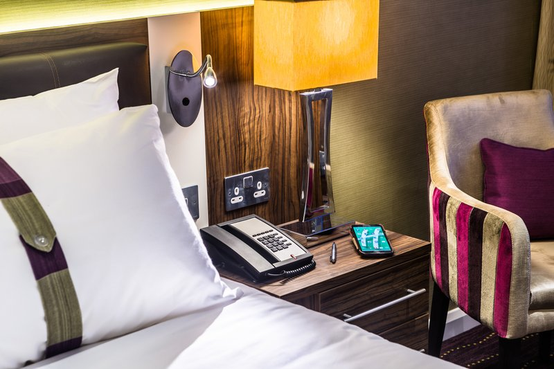 Holiday Inn London - Watford Junction-Handy sockets on both sides of your bed<br/>Image from Leonardo