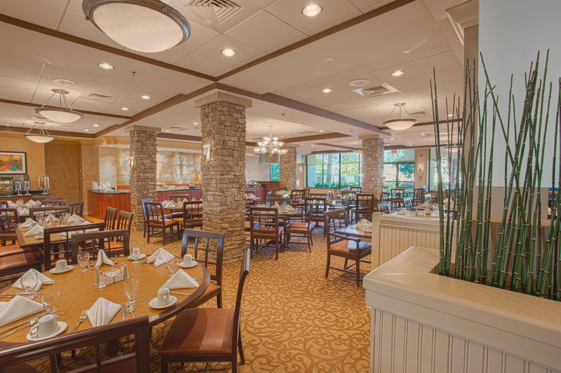 Crowne Plaza Executive Center Baton Rouge-Enjoy a lovely evening at the Patio Grille Restaurant<br/>Image from Leonardo