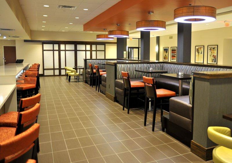 Holiday Inn Hotel & Suites Charleston West-Café<br/>Image from Leonardo