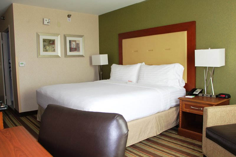 Holiday Inn Buena Park-Near Knott's-King Mobility Accessible with Roll-In Shower<br/>Image from Leonardo