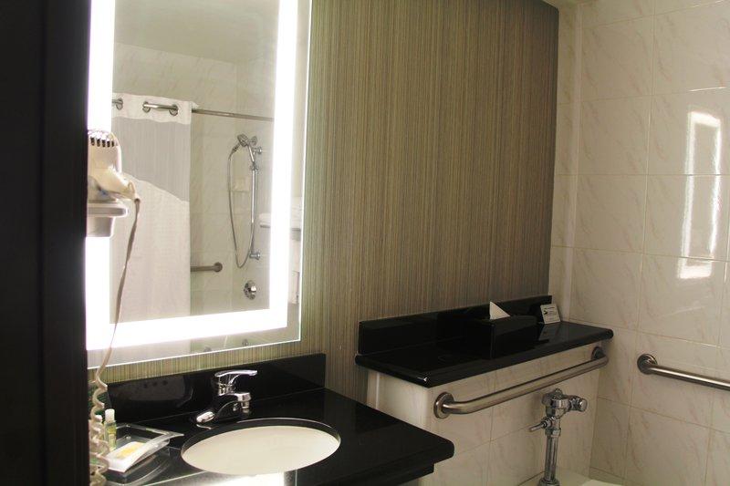 Holiday Inn Buena Park-Near Knott's-Bathroom - King Mobility Guestroom<br/>Image from Leonardo
