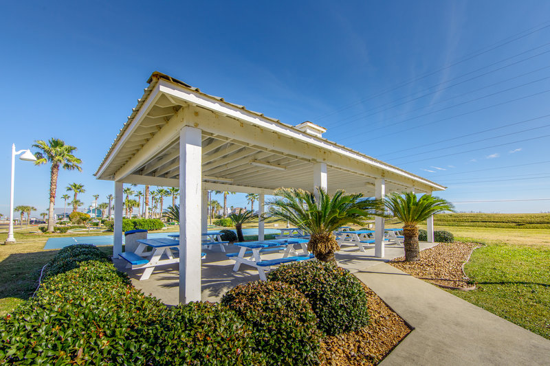 Holiday Inn Club Vacations Galveston Beach Resort-Enough room for friends and family <br/>Image from Leonardo