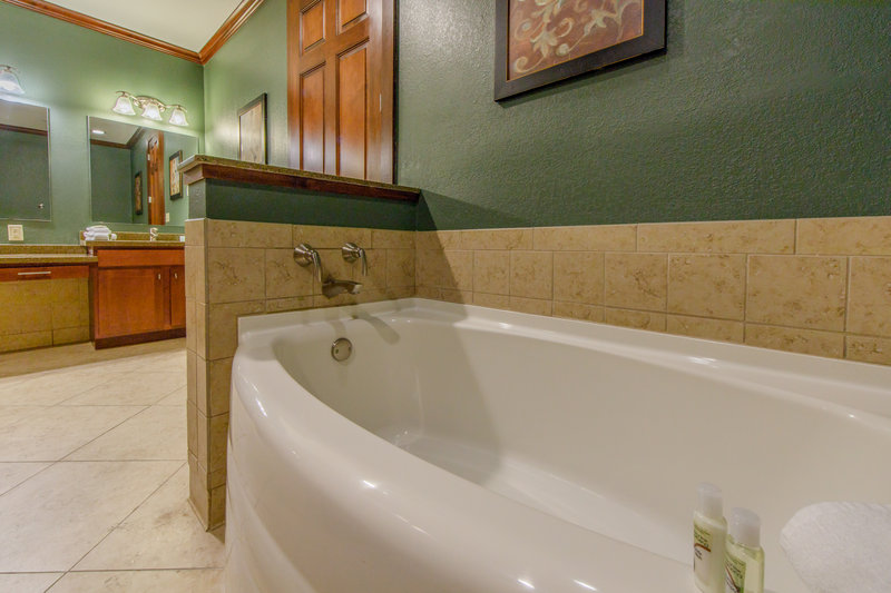 Holiday Inn Club Vacations Galveston Beach Resort-Have a relaxing bath <br/>Image from Leonardo