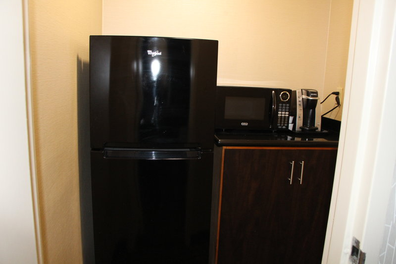 Holiday Inn Buena Park-Near Knott's-Microwave and refrigerator in the Presidential Suite<br/>Image from Leonardo