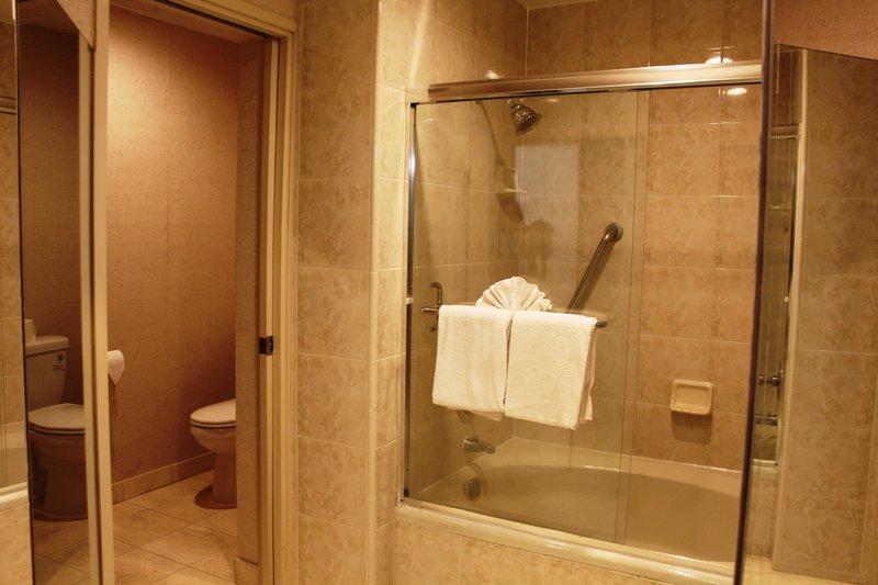 Holiday Inn Buena Park-Near Knott's-Bathroom - One King Bed Suite<br/>Image from Leonardo