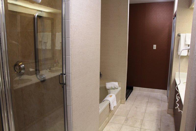 Holiday Inn Buena Park-Near Knott's-Bathroom - Presidential Suite<br/>Image from Leonardo
