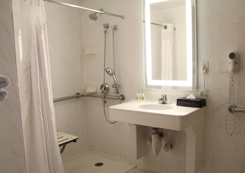 Holiday Inn Buena Park-Near Knott's-Bathroom - King Accessible with Roll-In Shower<br/>Image from Leonardo