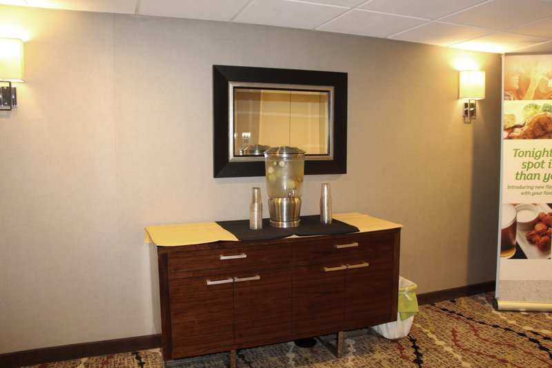 Holiday Inn Buena Park-Near Knott's-Executive Floor Landing with Complimentary Water Station<br/>Image from Leonardo