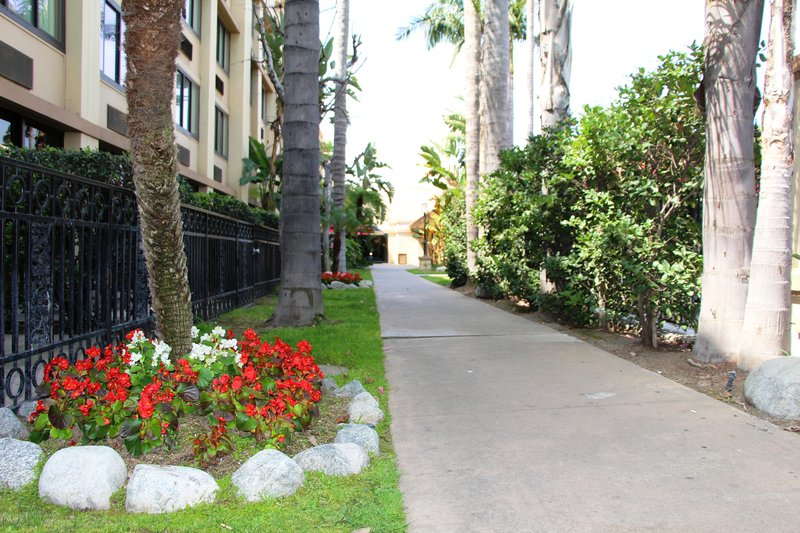 Holiday Inn Buena Park-Near Knott's-Courtyard walkway between pool and patio rooms<br/>Image from Leonardo