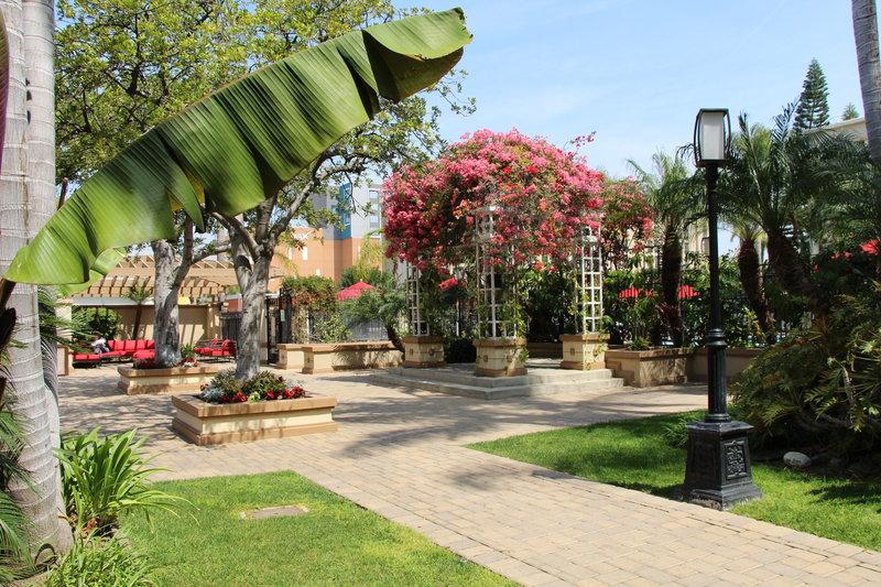 Holiday Inn Buena Park-Near Knott's-Outdoor courtyard and Gazebo area near pool<br/>Image from Leonardo